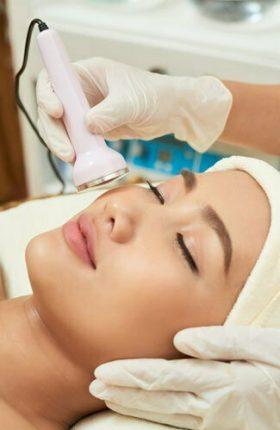 undergoing-skin-resurfacing-procedure-MUN2XTD.jpg